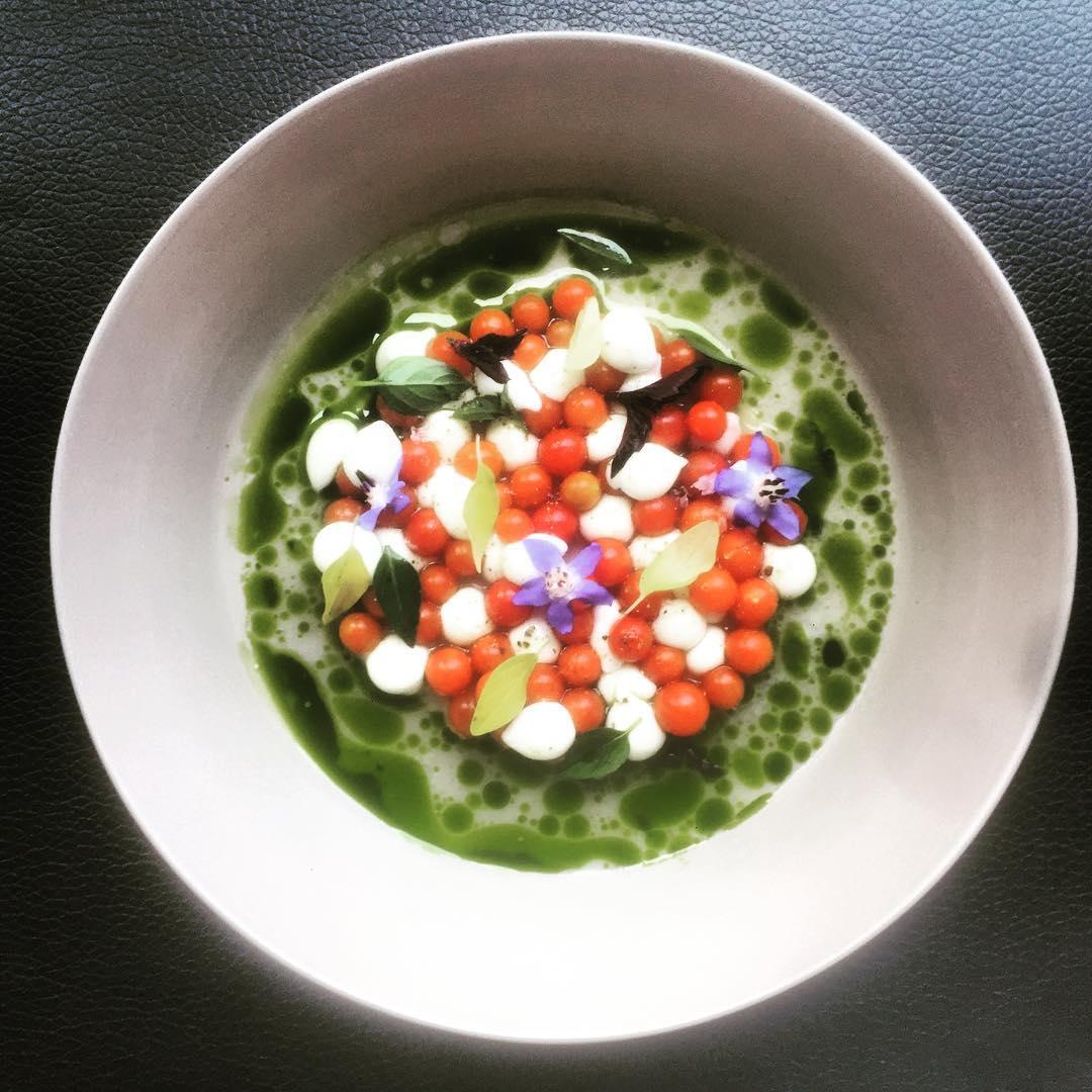 L'ULTIMA CAPRESE #uzielli #biodiversità #finedining #michelinstar #bestrestaurant #foodies #altacucina #concept #permacoltura